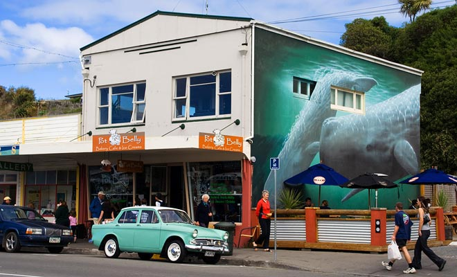 A los neozelandeses les encanta mantener o restaurar los coches viejos. Esta pasión aporta un toque de nostalgia y encanto a los pueblos.