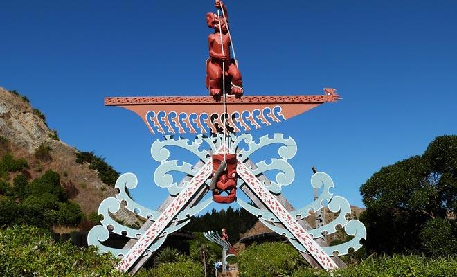 La escultura de la aldea de Kaikoura representa al dios de Maui que pesca la isla del norte de Nueva Zelandia usando la península como fulcro.