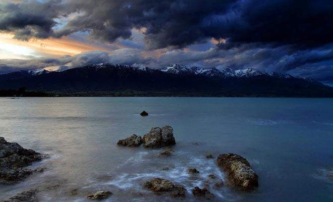 La península de Kaikoura ofrece el espectáculo raro de la montaña que llega al mar.