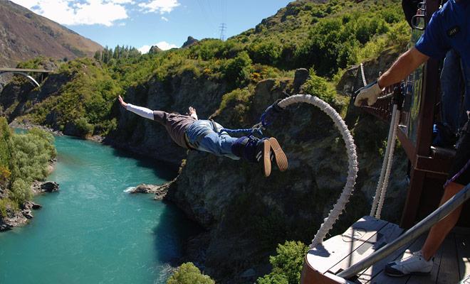 Es un orgullo nacional: el bungee jumping fue inventado en Nueva Zelanda por A.J. Hackett.