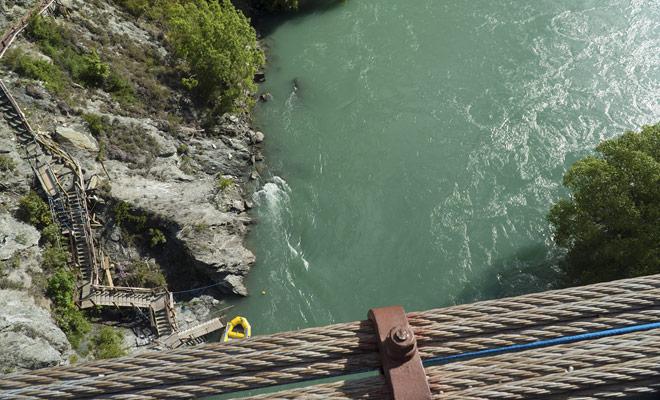 Lo más difícil para el bungee jumping no es tener éxito en saltar, sino tener el valor de inscribirse. Una vez que el salto se paga y tan pronto como la información ha circulado entre tus amigos, no puedes volver más.