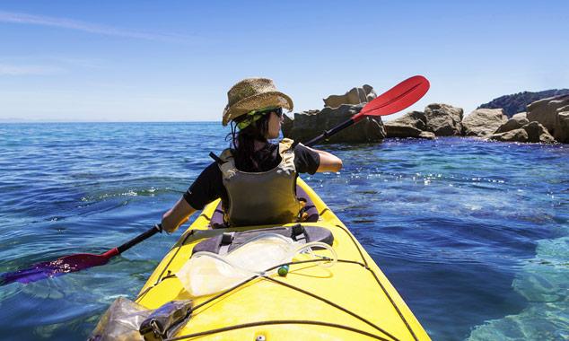 Explorando el parque de Abel Tasman con un kayak.
