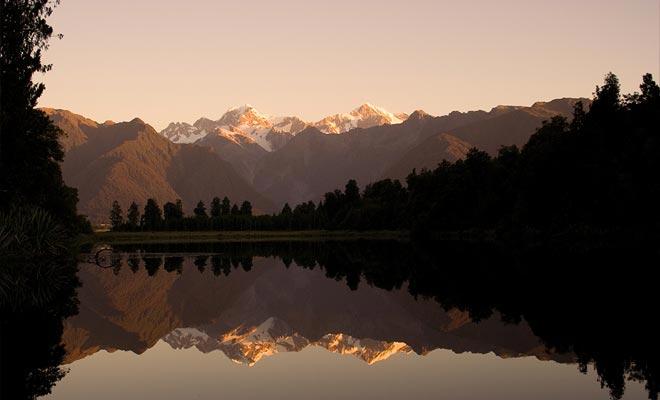 La mejor manera de observar la reflexión es llegar a Reflection Island justo antes del amanecer.