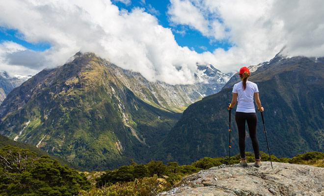 U kunt het volledige verblijf in Nieuw-Zeeland zonder een reisbureau reserveren. Of u nu per vliegtuig, autoverhuur of boeking reist, kunt u op agentschapskosten besparen door te boeken zonder tussenpersonen.