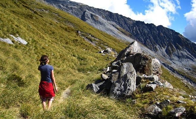 Usted puede caminar todo el año, pero las caminatas en las montañas requieren ropa de abrigo en invierno e incluso en verano.