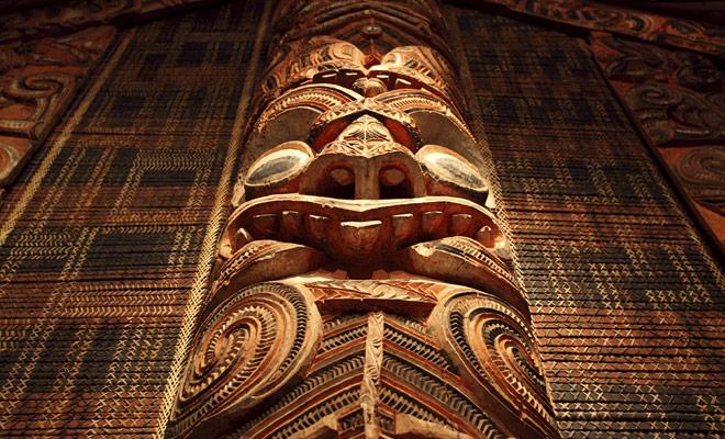 La cultura maorí es un tipo de cultura polinesia que ha alcanzado un pico en varios campos artísticos, incluyendo tallado en madera.