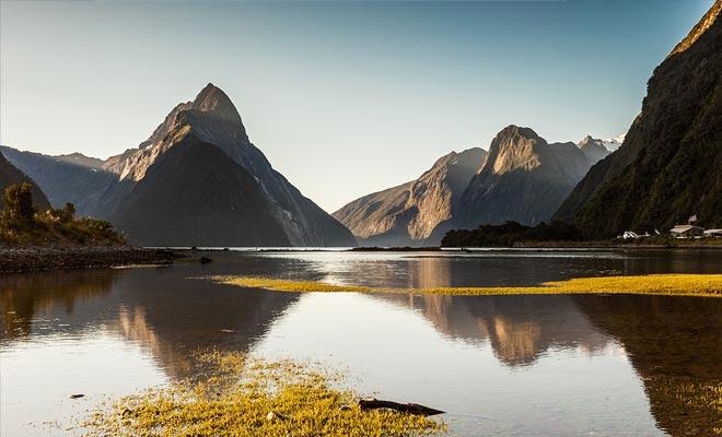 De Milford Sound is de meest bezochte fjord, met de gemakkelijkste toegang. Maar de twijfelachtige geluid is meer majestueus en wilder.
