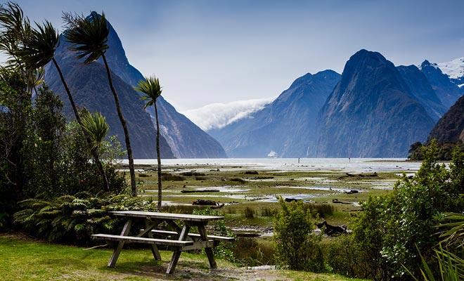 Als de autoriteiten de toegang tot de fjord willen beperken, is het niet toevallig. Het echte probleem is te wijten aan toegangspaden die te beperkt zijn. Een oplossing om de drukte van toeristen te voorkomen is om in de herfst of winter te komen.