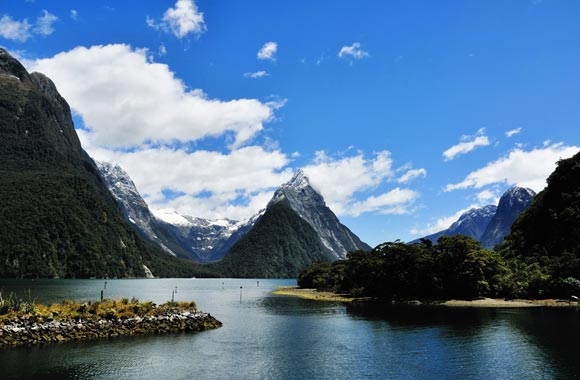 El pico del mitro culmina a 1696 metros sobre el nivel del mar y debe su nombre debido a su forma acentuada que evoca el tocado de un obispo. La montaña es visible tan pronto como llegue al estacionamiento.