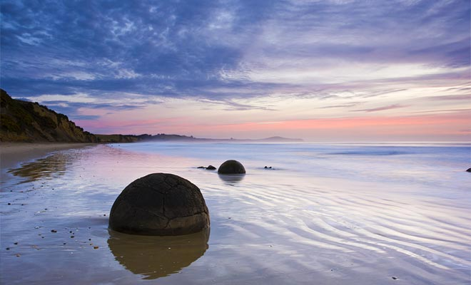 Había muchos más rocas en la playa en Moeraki. Pequeñas rocas fáciles de llevar han sido robadas con el tiempo, a menudo para decorar los jardines.
