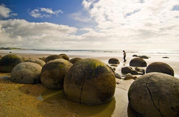 Er bestaan verschillende theorieën om de vorming van deze ronde rotsen te verklaren. Geen is helemaal bevredigend.