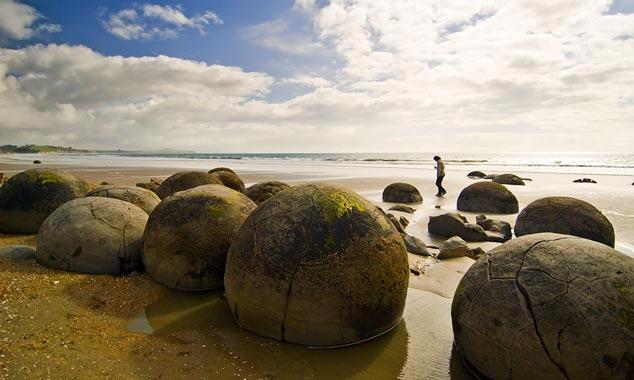 Los cantos rodados de Moerakis son rocas redondas en la playa.