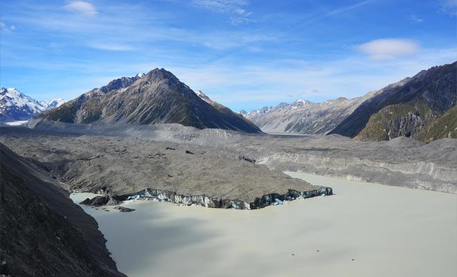 El calentamiento global está en el origen del lago glacial. El aumento de las temperaturas hace que el glaciar se derrita un poco más cada año.