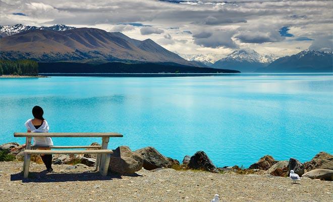 La sombra turquesa del lago Pukaki permite tomar fotos espectaculares. Para muchos viajeros, esta es la penúltima etapa antes de regresar a Europa.