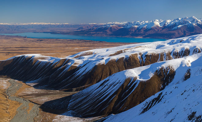 Nueva Zelanda tiene inviernos suaves y el país sigue siendo interesante para visitar durante la temporada baja, especialmente teniendo en cuenta las tasas más bajas encontradas en el alquiler de coches y alojamiento, así como actividades de reserva.