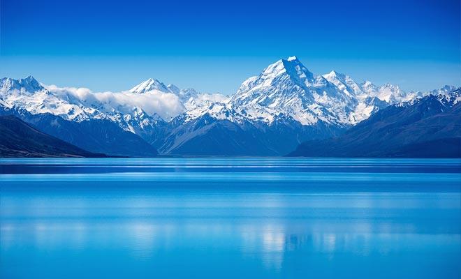 El lago Pukaki es considerado el lago más hermoso de Nueva Zelanda. Su éxito se atribuye a la presencia de montañas reflejadas en la superficie.