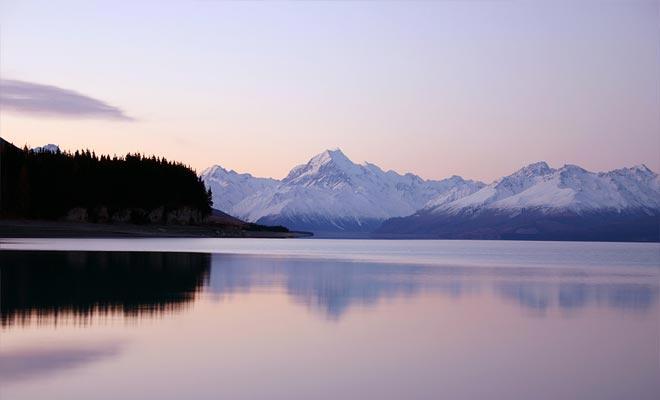 Si dejas Twizel temprano en la mañana, no te olvides de parar y tomar una foto del lago Pukaki.