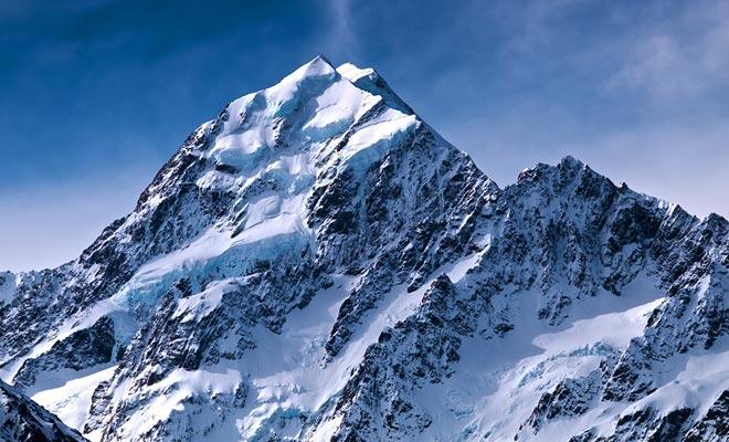 Debido a un movimiento de la corteza de la Tierra, las montañas de Nueva Zelanda se han formado en sólo cinco millones de años. Apenas un golpe de pestañas en la escala de tiempo.