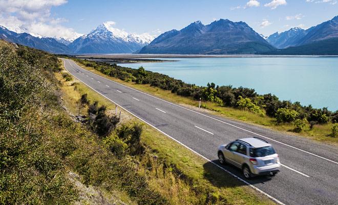 Kiwipal ontwikkelt routes die kunnen worden gevolgd door een auto of een camper op de twee eilanden van het land. Elke reisroute is zo ontworpen dat het niet teveel uren van rijden omvat.