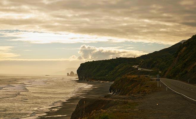 De West Coast van Nieuw-Zeeland staat bekend om zijn weelderige landschappen. De wandeling naar de Pancake Rocks is een echte genot.