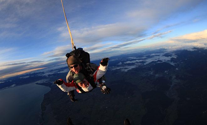 De parachutespringen bedrijven hebben de laatste jaren vermenigvuldigd en het is nu mogelijk om overal in Nieuw-Zeeland te springen.