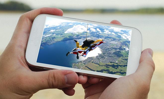 De souvenirvideo van uw parachutesprong wordt tegen extra kosten in rekening gebracht, maar het zou jammer zijn om jezelf te ontnemen van het plezier om je sprong te delen met je vrienden ...