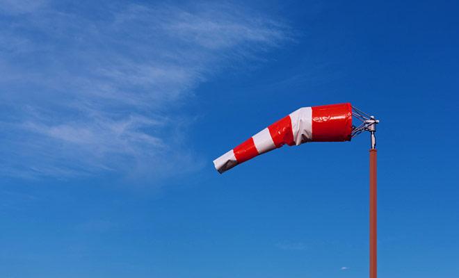 Skydiving vereist de aanwezigheid van een heldere lucht zonder wolken. Als de voorwaarden niet zijn voldaan, kan u uiteraard de sprong uitstellen naar een andere datum of om terugbetaling vragen.