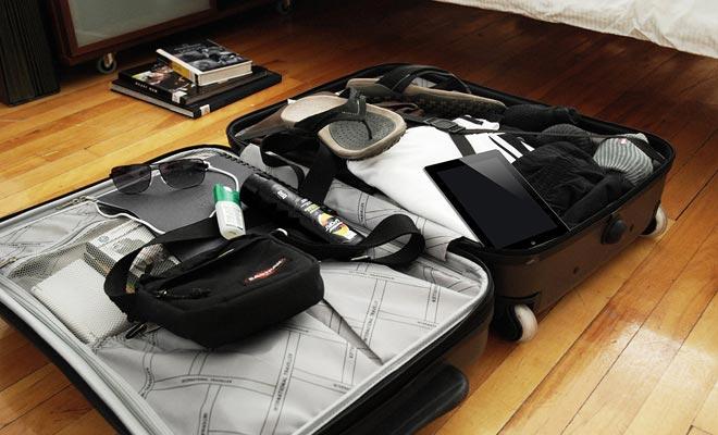 Cuando finalice para empacar su equipaje, se recomienda almacenar los dispositivos electrónicos en la parte superior para protegerlos de los golpes y para facilitar cualquier control por los funcionarios de aduanas.