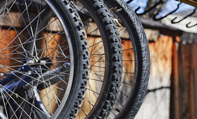 Para elegir su itinerario de bicicleta se recomienda pedir un mapa de los senderos locales en las tiendas de alquiler de bicicletas, o en el iSites. Usted recibirá consejos sobre los itinerarios adaptados a su nivel.