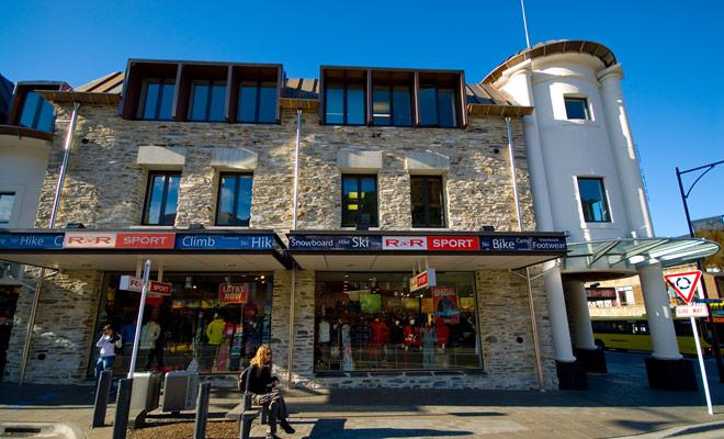 Usted será mucho donde elegir para alquilar una bicicleta en Queenstown, ya que la pequeña ciudad tiene más de ocho tiendas de deportes justo en el centro de la ciudad.