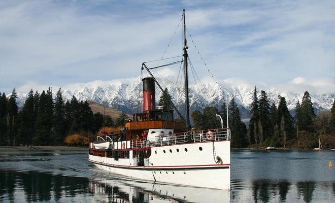 El TSS Earnslaw es un buque de carbón centenario todavía en funcionamiento. Se puede ver en Indiana Jones y el Reino de la Calavera de Cristal.