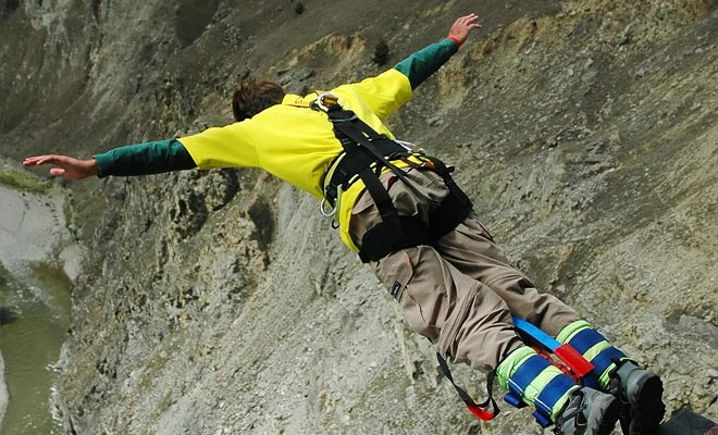 El momento más atemorizante cuando practicas bungee jumping es cuando te lanzas al vacío. La parte más divertida es la que está tirado por el elástico.