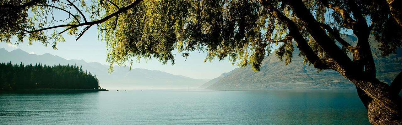 Lake Wakatipu resembles the famous Loch Ness.