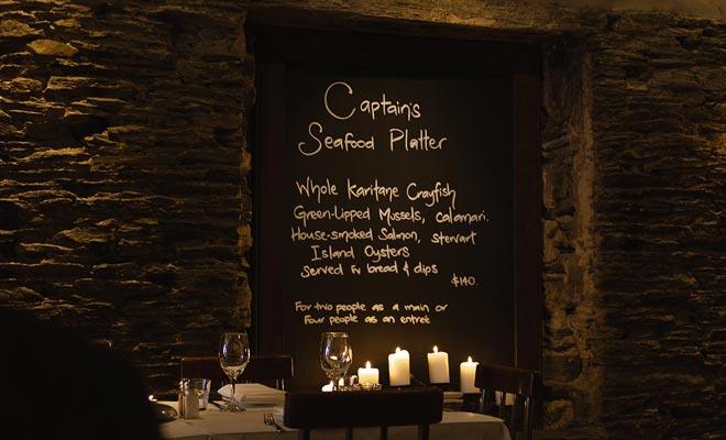 The Captains es un excelente restaurante en Queenstown. Su ambiente de fieltro es ideal para recuperarse después de un día ajetreado. En los platos, una carne que ganó el primer premio del país.