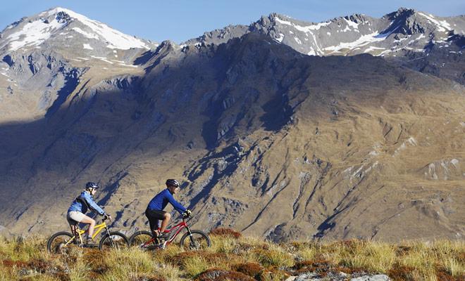 La bicicleta de montaña es quizás ideal para las carreras, pero nadie te obliga a batir récords. Pedale a su propio ritmo y tome tiempo para disfrutar del paisaje.