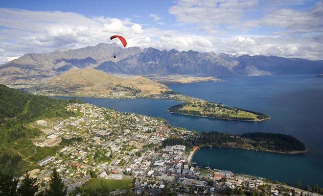 El parapente permite volar sobre paisajes de ensueño. De todos los paisajes que se pueden ver en Nueva Zelanda, es indudablemente los relieves de montaña que son los más espectaculares....
