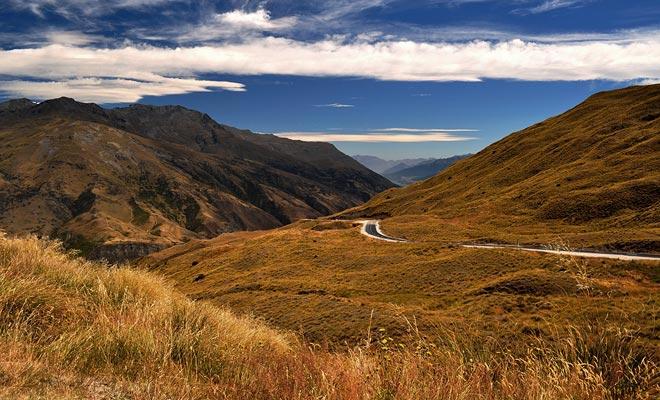 Queenstown en het omliggende gebied verwelkomen de verfilming van de twee trilogies van de ene ring. Lake Wakatipu, maar ook de omringende reliëfs staan in de films van Peter Jackson.