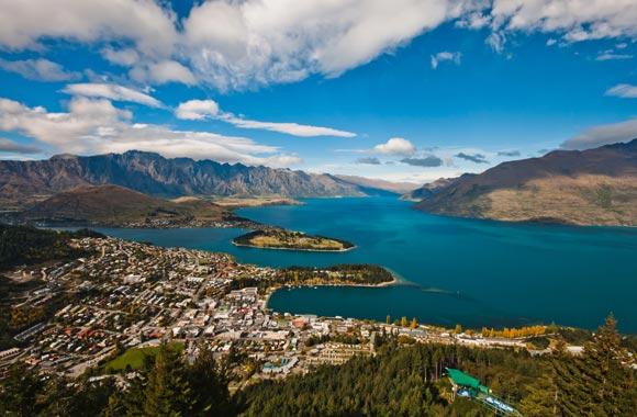 De stad Queenstown is gelegen op het Zuidereiland van Nieuw-Zeeland. Het heeft de verdiende reputatie om de wereldstad van avontuur te zijn.