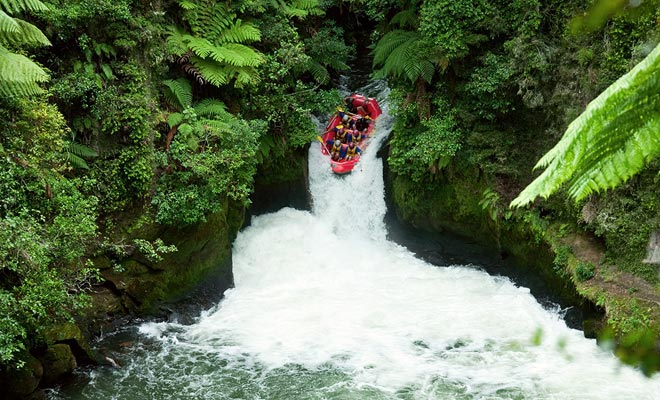 No tienes que probar bungee jumping si no quieres, pero ¿por qué no intentar rafting. Dependiendo de su nivel, se le ofrecerán ríos más o menos rápido. Si te gusta tener escalofríos, hay cascadas impresionantes que se cruzan como un equipo.