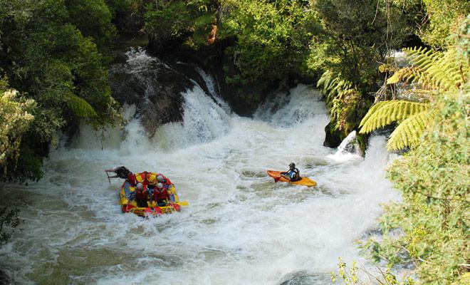 Kiwipal beveelt reizen met Rafting Nieuw-Zeeland in de buurt van Taupo aan. De kracht van de stroomversnelling is geschikt voor beginners en liefhebbers van de discipline.