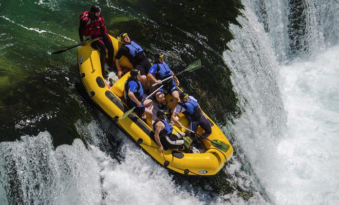 Met watervallen in razendheid en rapids, is rafting een ervaring die je helemaal zal boeien, vooral als je het nooit eerder hebt beoefend.