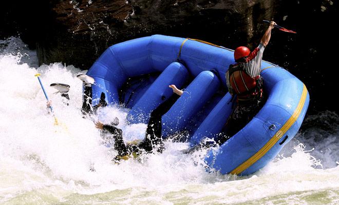Rafting is geen sport zoals andere en de risico's zijn echt als de veiligheidsinstructies niet worden nageleefd. Gelukkig zijn de uitstapjes op de stroomversnellingen zeer goed geraamd en er worden geen ernstige ongevallen voor decennia bedacht.