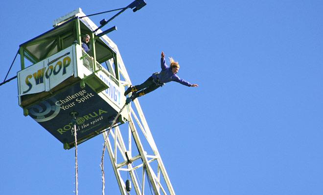 El Rotorua Agrodome es una base de ocio que ofrece bungee jumping. El salto carece de un poco de encanto, pero es el menos caro en Nueva Zelanda.