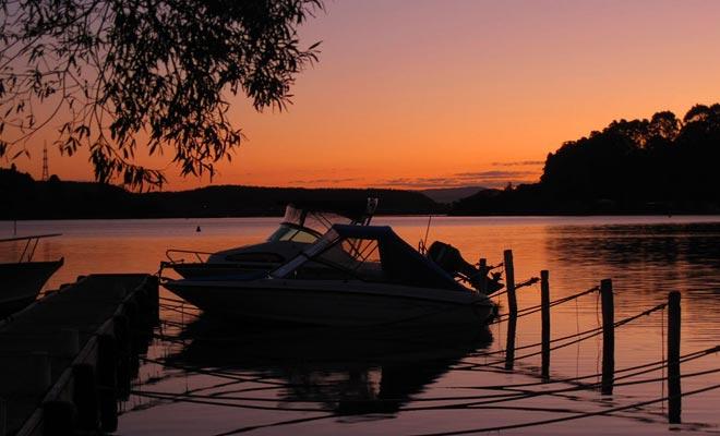 Cuenta la leyenda que dos amantes se encontraron en la isla del lago Rotorua. Una fuente termal les habría permitido calentar. No sólo existe la fuente, sino que incluso se puede visitar.