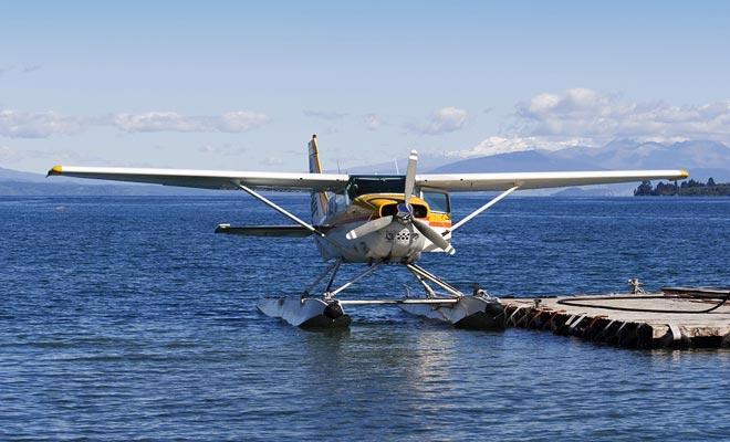 Si su presupuesto lo permite, puede volar en un hidroavión. Despegar y aterrizar en el agua es una experiencia en sí mismo. Volar sobre los lagos en la zona es muy recomendable.