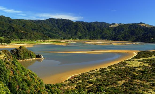 Als u liever buiten avonturen wilt, dan is het beter om het land te bezoeken in de zomermaanden wanneer de temperaturen aangenaam zijn.