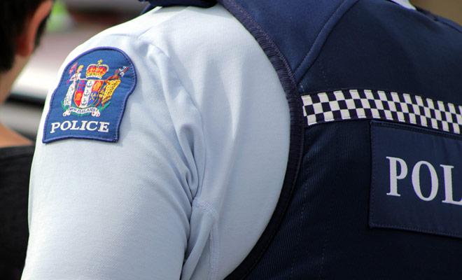 Nueva Zelanda es uno de los países más seguros del mundo, con una tasa de criminalidad muy baja. Esto se debe en parte al hecho de que los delitos se toman muy en serio, incluidos los cometidos en el camino.
