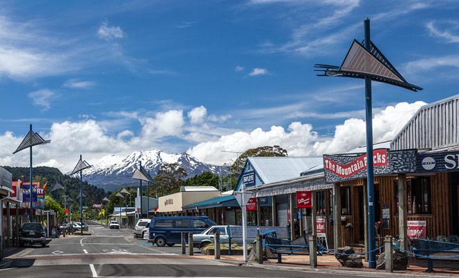 Para esquiar en Mount Ruapehu, es preferible permanecer en el pueblo de Ohakune, donde también hay muchas tiendas de esquí y restaurantes.