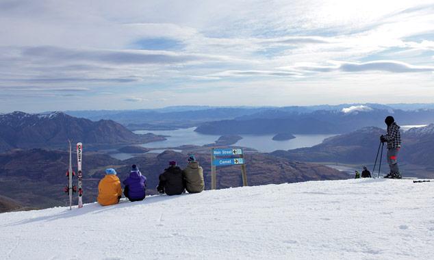Esquí en paisajes extraordinarios en Nueva Zelanda.