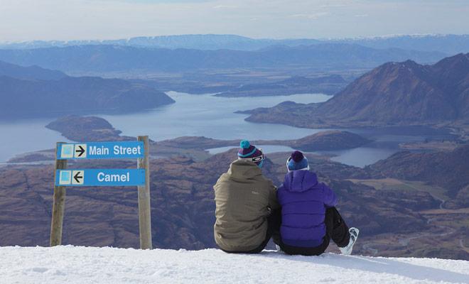 Usted no necesita viajar con sus propios esquís para disfrutar de los resorts de Nueva Zelanda. Numerosas tiendas le permiten alquilar equipo para el día o la mitad de un día.